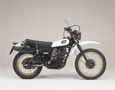 yamaha xt 500 reminds me of my childhood adventures! Moto Enduro, Scrambler Motorcycle, Moto Guzzi, Yamaha Motorbikes, Yamaha Bikes, Mini Motorbike, Mini Bike, Vintage Bikes, Vintage Motorcycles