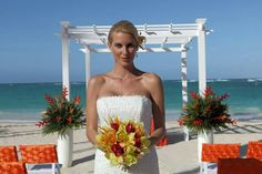 Tropical promise package designed by renowned wedding planner Karen Bussen exclusively for Weddings by Palladium. Available in mango/celebra tu boda con nosotros en Jamaica