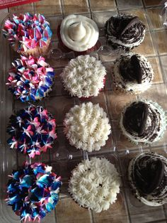 cupcakes 4th of July decoration idea ( ones on left)