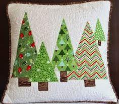 Almofadas patchwork natal 66 new ideas Christmas Tree Quilt, Christmas Patchwork, Christmas Applique, Christmas Crafts, Christmas Decorations, Christmas Ornaments, Christmas Cushions To Make, Christmas Quilting, Christmas Christmas