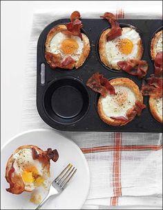 """Torradas, ovos e bacon fazem a alegria do café da manhã ou brunch. Pelo menos lá para as bandas do Tio Sam é assim. Se bem que no Nordeste o café da manhã também tem muita """"sustança"""" e …"""