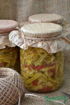 Ingrediente : 5 kg fasole verde 2 kg rosii 500 gr ardei gras 4 bucati ceapa 1 legatura frunze telina 2 legaturi frunze patrunjel 250 ml ulei sare neiodata (la vrac ) dupa gust salicil, sau praf conservant (optional) Preparare : Spalam si curatam fasolea verde . O rupem bucati potrivite. Curatam ceapa si ardeii … Canning Pickles, Camembert Cheese, Mason Jars, Deserts, Cooking Recipes, Vegetables, Food, Party Planning, Sauces