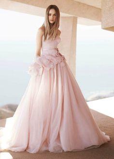 Diện váy cưới hồng ngọt ngào như Anne Hathaway và Jessica Biel 18