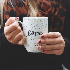 Saying cheers to November with a big mug of coffee this #ManiMonday ☕️.
