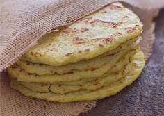 Bloemkool is een interessante en typisch Hollandse groente maar wordt naar ons idee te vaak gekookt gegeten. Beter gezegd: doorgekookt. Deze groente kent zoveel meer mogelijkheden en daarom delen we vandaag een recept voor bloemkooltortilla's! Lekker, vegetarisch en ook nog eens glutenvrij. Ook fijn: in een half uurtje heb je de tortilla's op tafel staan. […]