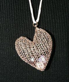Ein persönlicher Favorit aus meinem Etsy-Shop https://www.etsy.com/de/listing/273054342/wire-crochet-pendant-heart-herz-ketten