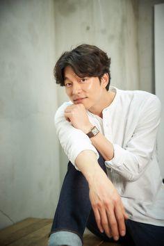 Gong Yoo (공유) - Picture @ HanCinema :: The Korean Movie and Drama Database Gong Yoo Smile, Yoo Gong, Korean Celebrities, Korean Actors, Celebs, Goblin Korean Drama, Goong Yoo, Goblin Gong Yoo, Busan