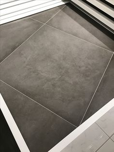 Betonlook vloertegels douglas en jones beton grijs 70x70 for Carrelage 75x75