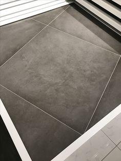 Betonlook vloertegels douglas en jones beton grijs 70x70 for Carrelage 70x70 gris