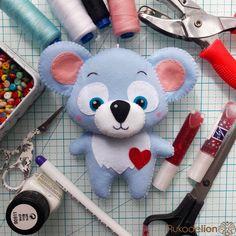 Милая коала из фетра для детского мобиля Привет, мои фетровые друзья!Сегодня вместе с вами мы сошьем вот такую милую коалу из фетра!Для...