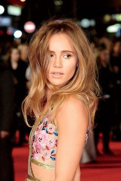 Obsessed with the undone texture and mega volume seen on Suki Waterhouse. Click for more amazing hairstyle ideas and pictures.