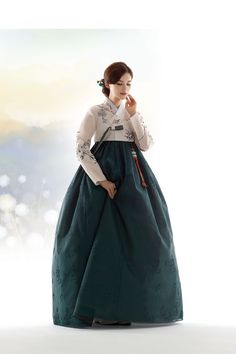 Korean Traditional Dress, Traditional Fashion, Traditional Dresses, Korea Dress, Modern Hanbok, Culture Clothing, Korean Outfits, Korean Wedding, Fantasy Dress