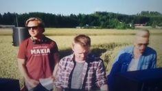 29.4.2016 ELASTINEN feat SAMU HABERG Uusi STUDIO PAIKKA joka kerta...UUSI Biisi;TARPEEKS TÄYDELLINEN. Kiehtovaa, VIIHDYTTÄVÄ, Saa hyvälle  tuulelle MUSIIKKI Kiitos. OnneaA1U...MaEI ok. Nähdään? HYMY MTV3.fi