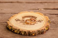 Деревянная подставка для колец
