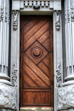 Wooden door window entrance Ideas for 2019 Cool Doors, The Doors, Unique Doors, Entrance Doors, Doorway, Windows And Doors, Bay Windows, Barn Doors, Knobs And Knockers
