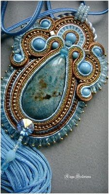 Soutache by Gerry Kruger. I so love soutache. Soutache Pendant, Soutache Necklace, Earrings, Bead Jewellery, Beaded Jewelry, Handmade Jewelry, Bead Embroidery Jewelry, Fabric Jewelry, Ideas Joyería