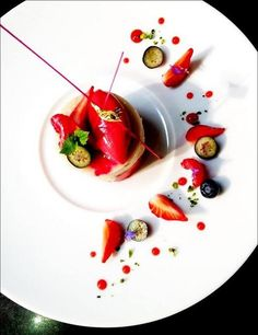 My shortcut: Ball of ice cream and strawberry sauce and sliced strawberries and crushed pistachios on rim (dessert presentation food plating) Food Design, Joel Robuchon, Fancy Desserts, Culinary Arts, Food Plating, Plating Ideas, Creative Food, Creative Ideas, Plated Desserts