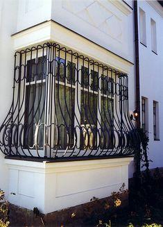Ha Önnek utcára néző ablakai vannak, akkor érdemes fokozott figyelmet fordítania a biztonságra! Kovácsoltvas ablakrácsainkkal mindezt úgy teheti meg, hogy nem csúfítja el otthonát, mégis biztosítja a védelmét! #kovácsoltvas #kovácsoltvasrács #kandalló #rusztikuskandalló #kandallógyártás