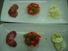 Salada de pimentos vermelhos com bacalhau, queijo e chouriço