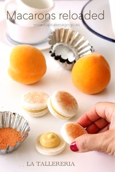 Peach filled macarons. Learn how to do it! www.latallereria.com