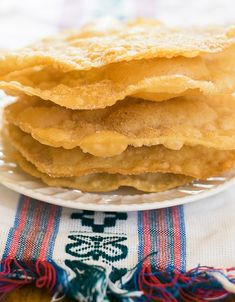 Delicous bunuelos recipe Bunuelos are a popular snack or treat in many Latin American countries and they're so easy to make! Mexican Cooking, Mexican Food Recipes, Dessert Recipes, Desserts, Mexican Bunuelos Recipe, Seafood Recipes, Cooking Recipes, Mexican Recipes, Kitchens