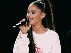 No show beneficente, One Love Manchester, produzido por Ariana Grande, a estrela entra com muito estilo e demostra estar forte novamente, após a tragédia do ataque terrorista na Arena Manchester, na cidade de Manchester, Reino Unido, Inglaterra.