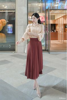 17 💖 Charming Long Skirts To Make You Elegant – Trendy Fashion Ideas Long Skirt Fashion, Long Skirt Outfits, Korean Fashion Dress, Korean Outfits, Mode Outfits, Modest Fashion, Fashion Dresses, Long Skirts, Trendy Fashion