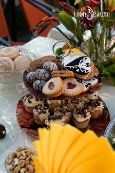Wedding cookie, pop cake, cupcake