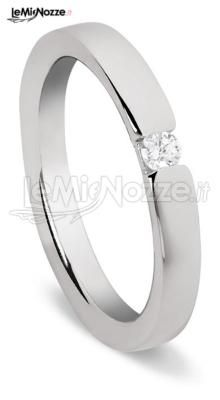 http://www.lemienozze.it/gallerie/foto-fedi-nuziali/img29751.html  Solitario con brillante: delizioso gioiello per il matrimonio