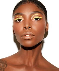 Mardi Gras Makeup Inspo: Colour pop bright yellow eyeliner makeup look – permanent makeup eyeliner Creative Eye Makeup, Eye Makeup Tips, Skin Makeup, Makeup Inspo, Makeup Inspiration, Makeup Ideas, Simple Makeup, Makeup Hacks, Pretty Makeup
