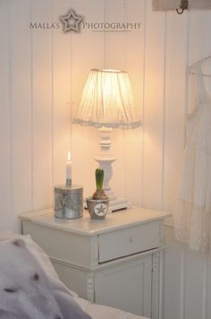 Bedroom <3 White Cottage, Candle Lanterns, White Houses, Interior Inspiration, Sweet Home, Shabby Chic, Blue And White, Lights, Cottage Ideas