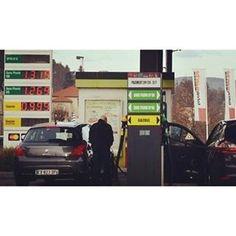 Bonjour, pessoal 😄!! Hoje tem post novo no blog...Abastecendo o carro na França!! Deixem seus comentários e sugestões 😊. Uma excelente semana para todos nós 😘😘 Hi guys 😄!! There's a new post at the blog today... Fuelling the car in France!! Leave your comments and sugestions 😊. An excellent week to all of us 😘😘 #carros #poitiers #france #europe #dica  #brasileirosempoitiers #brasileirospelomundo #turistando #viagem #voyage #travel #turismo #tourisme #tourism #blogger #blogeira…