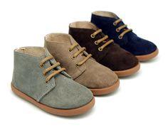 7cca72bd6c8 Okaaspain Tienda online de botitas casual tipo zapatillas en piel serraje  para niños.