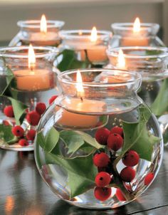 Weihnachten dekoration – Top Christmas Candle Decorations IdeasA few more days to go and it's Christmas… – Ideen Dekorieren Christmas Candle Decorations, Christmas Table Settings, Christmas Candles, Holiday Centerpieces, Small Centerpieces, Cranberry Centerpiece, Christmas Party Table, Holiday Tablescape, Christmas Tablescapes
