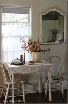~Love old kitchen tables.the pic reminds me of my grams kitchen.old table and chairs, the window.many conversations sitting around her table.she even wrote a story about that. Cocina Shabby Chic, Shabby Chic Kitchen, Country Kitchen, Kitchen Table Small Space, Small Kitchen Tables, Kitchen Ideas, Kitchen Nook, Small Kitchens, Small Tables