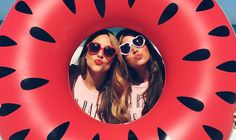 Ways To Shoot Summer With Your Smartphone Summer's finally arrived! Capture the season's fun forever with these genius photo ideas for summer. Capture the season's fun forever with these genius photo ideas for summer. Best Friend Pictures, Bff Pictures, Friend Photos, Summer Instagram Pictures, Instagram Ideas Artsy, Picture Ideas For Instagram, Funny Beach Pictures, Cute Summer Pictures, Summer Goals