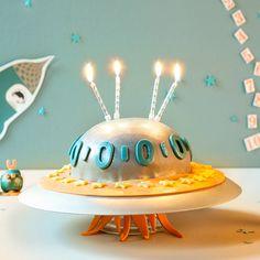 Mit Ufo-Torte und Cake Pop-Außerirdischen wird der Kindergeburtstag für kleine Astronauten zum spacigen Abenteuer. Wir schreiben das Jahr 2014...