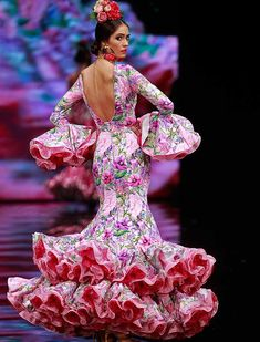 Spanish Costume, Spanish Dress, Hot Outfits, Dance Outfits, Flamenco Costume, Flamenco Dancers, Gypsy Women, Mermaid Gown, African Print Fashion