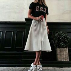 Vintage T shirt + Long pleated skirt + Sneakers = Perfect match!