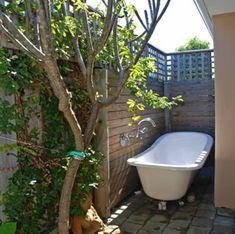 На улице В ванных комнатах, а также крытый сад