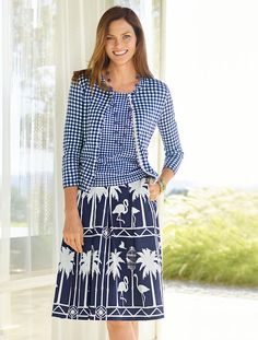 Trend right and tropical, this vacation-friendly full skirt is the epitome of resort-ready-chic. It's super fun and flattering with a pleated front and back, feminine flare and fun flamingo print.