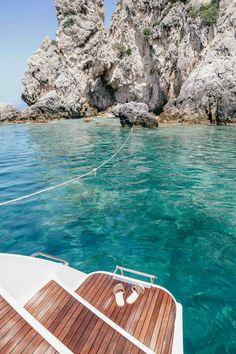 Greece Sea, Greece Islands, Sailing Greece, Crete Greece, Santorini Greece, Athens Greece, Places To Travel, Travel Destinations, Surf