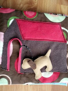 the journals of a Laura Ingalls wannabe: Fabric Busy Book - take the dog for a walk Diy Quiet Books, Baby Quiet Book, Felt Quiet Books, Quilt Book, Quiet Book Patterns, Fidget Quilt, Toddler Books, Busy Book, Book Activities