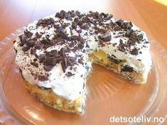 """""""Islandskake"""" kjennetegnes av en kakebunn laget av kokosmarengs og et fyll av… Cake Cookies, Cupcake Cakes, Prune Cake, Cake Recipes, Dessert Recipes, Norwegian Food, Homemade Cookies, Dessert Drinks, Sweet Cakes"""