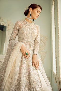 – Suffuse You can find different rumors about the real history of the marriage dress; Asian Bridal Dresses, Pakistani Wedding Outfits, Pakistani Bridal Dresses, Pakistani Wedding Dresses, Wedding Dress Trends, Bridal Outfits, Indian Dresses, Bridal Gowns, Indian Outfits
