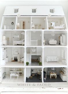 Modern dollhouse renovation inspiration and ideas. Tips for make your own dollhouse furniture and DIY modern dollhouse. Doll House Plans, My Doll House, Barbie Doll House, Barbie Furniture, Dollhouse Furniture, Dollhouse Interiors, Miniature Houses, Miniature Dolls, Casas The Sims 4