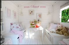 Idea for play house interior Playhouse Decor, Playhouse Interior, Girls Playhouse, Wooden Playhouse, Playhouse Ideas, Kids Cubby Houses, Kids Cubbies, Play Houses, Summer House Interiors