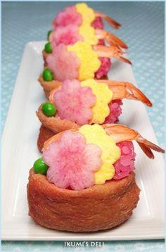 「お花見に♪ピンクの梅お稲荷さん」お花見用に色鮮やかで目にも楽しいお稲荷さんを作りました。。ピンク色にするのにビーツの天然色素を使っています。揚げもお醤油は使わずにピンクに仕上げました。【楽天レシピ】