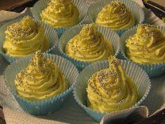 Heute sind ein paar neue Bade-Cupcakes entstanden. Die Muffins habe ich schon vor 2 Tagen gerührt und ordentlich trocknen lassen. Woher ich...