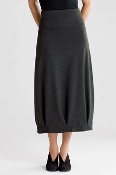 le bas sur une robe toute simple, plus courte, manches longues?